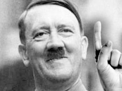 Hitler abre as portas do bunker e revela tudo