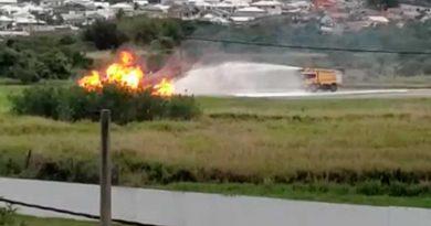 Caça da Marinha pega fogo ao decolar de base naval no Rio; veja os vídeos