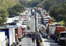 Insatisfeitos com volta de tabela do frete, caminhoneiros ameaçam nova greve